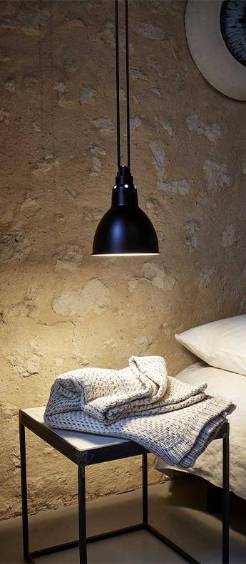 Suspension les acrobates de gras n 322 noir interieur blanc o17cm h17cm dcw editions paris normal