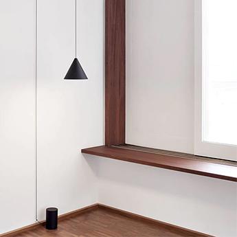 Suspension string light cone 12m alimentation sol noir led 2700k 1033lm o19cm h16cm flos normal