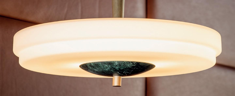 Suspension trave laiton marbre guatemala l30cm h37cm bert frank normal