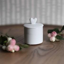 Mini Porcelain Pot With Heart Lid