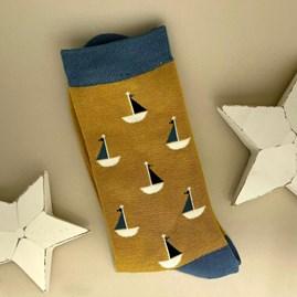 Men's Bamboo Little Boats Socks In Mustard