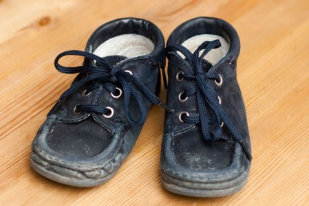 Dieses Paar Schuhe hat Samara fast 3 Monate täglich getragen - wie man sieht. Gut imprägniert, kann er auch bei Regen getragen werden.