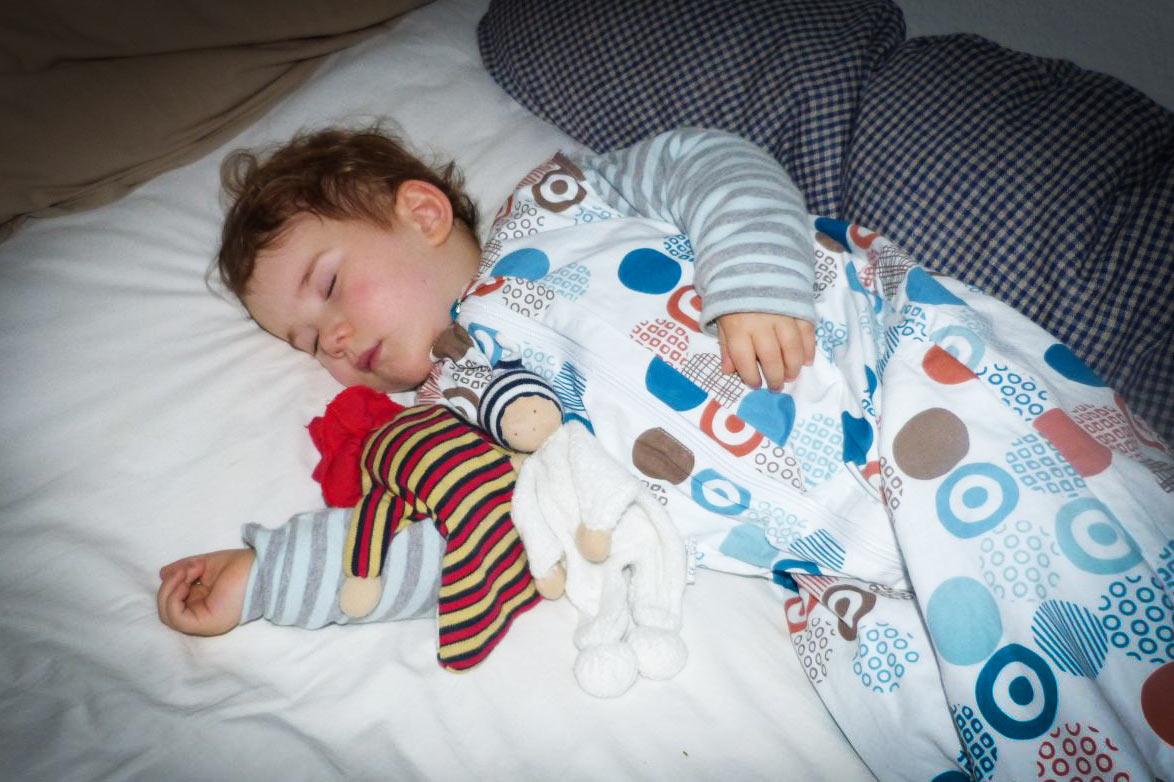 baby wohnzimmer schlafen. Black Bedroom Furniture Sets. Home Design Ideas