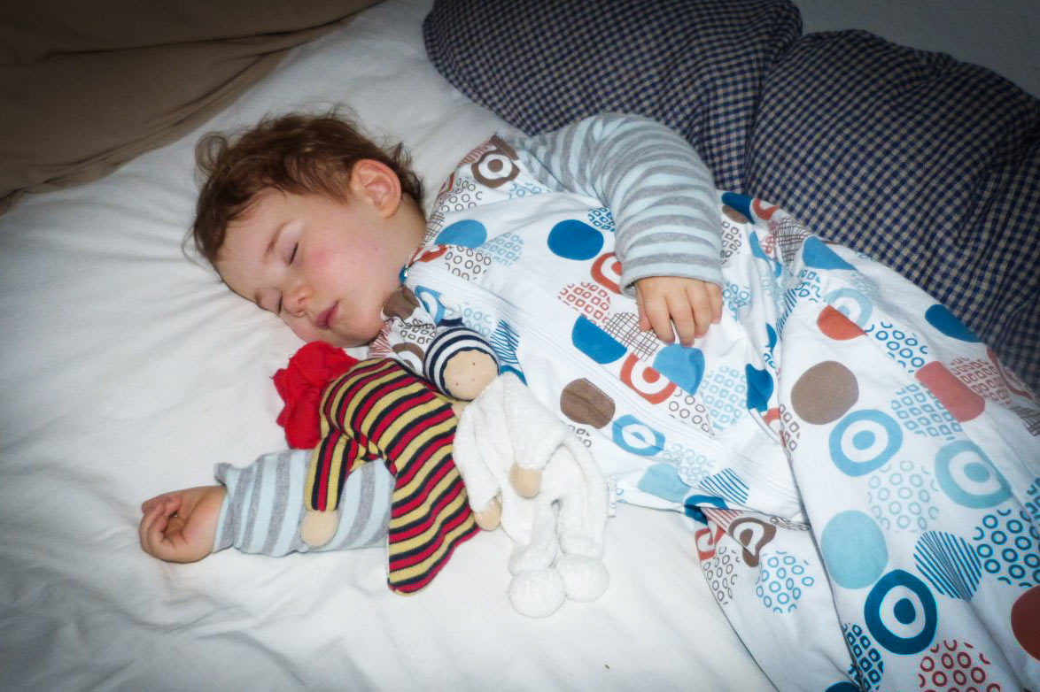 kind-schläft