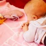 Wie beschäftige ich mein Baby (0-6 Monate)?