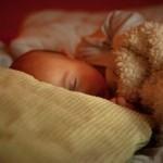 Wie lernt mein Baby alleine einzuschlafen?