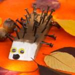 Basteln im Herbst mit Kindern: Igel aus Holz