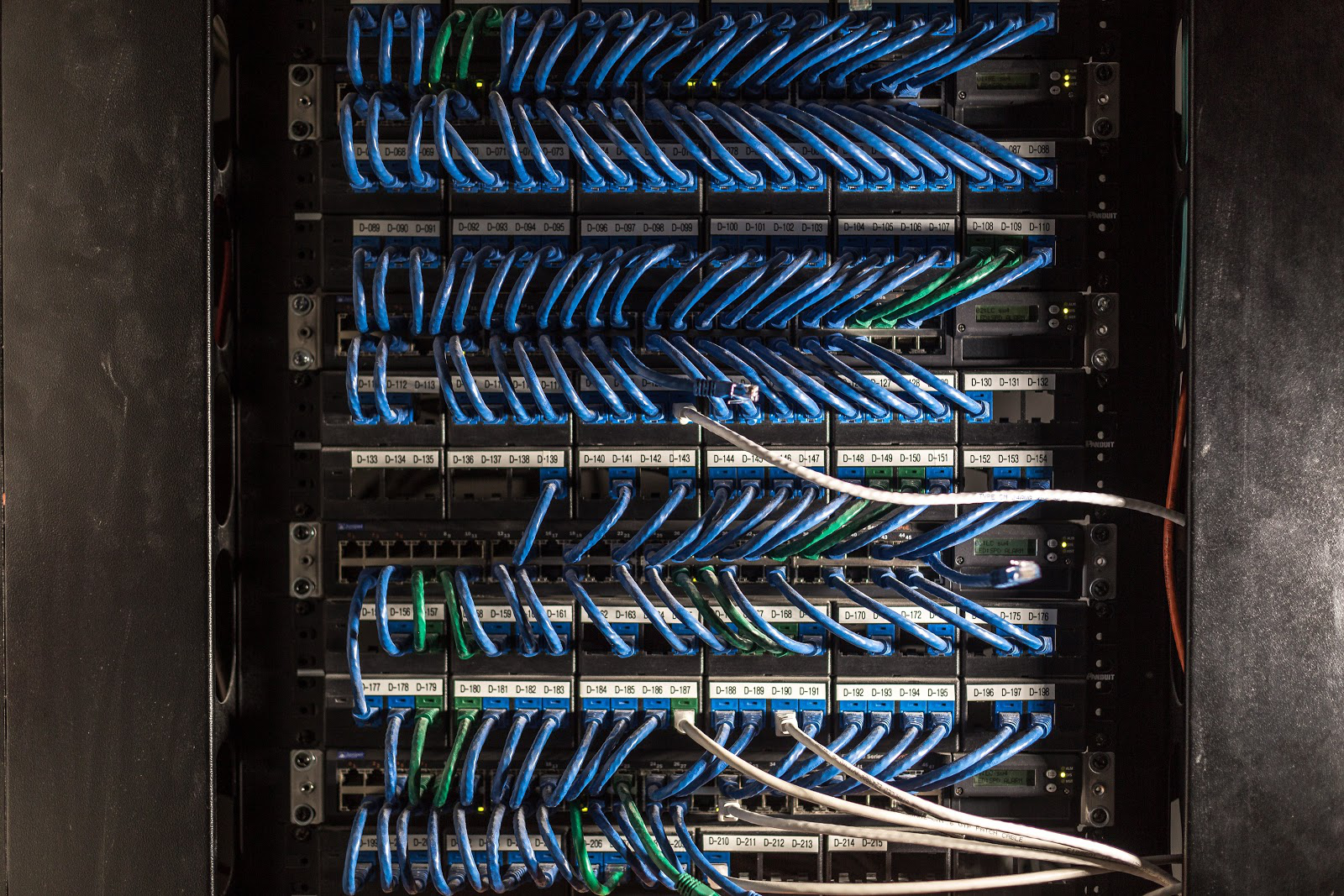 rack-mounted-patch-panel-cables