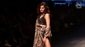 Taapsee Pannu Looks Promising in Retro Wear for Ritu Kumar at Lakme Fashion Week SR 2018