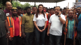 Esha Gupta Participates in Beach Clean-Up Drive