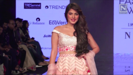 Rhea Chakraborty Walks the Ramp for Siddh by Deepa Goel at LFW SR 20