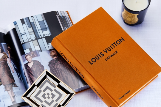 2019-02-07 books white white 16-2