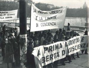 Manifestazione liberta religiosa Roma 1977-4