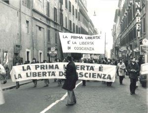 Manifestazione liberta religiosa Roma 1977-5