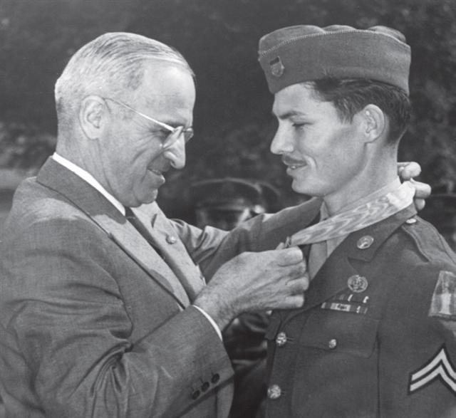 desmond-doss-receives-moh