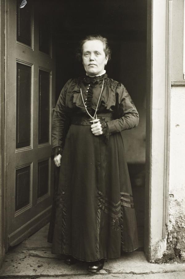 Midget Woman, 1920-24 (1920 - 1924)