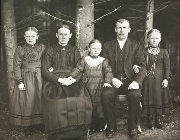 Farming Family, 1913 (1913)