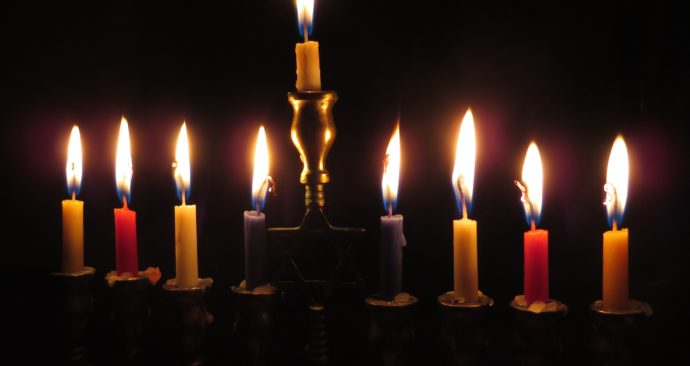 candles-897776_1920-1