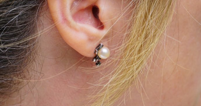 earring-1451014_1920-1