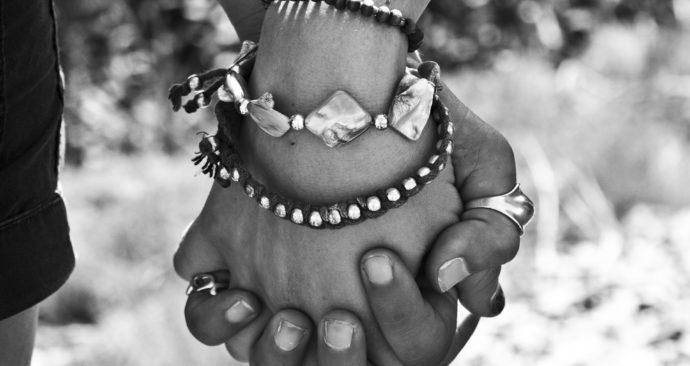 hands-63743_1920