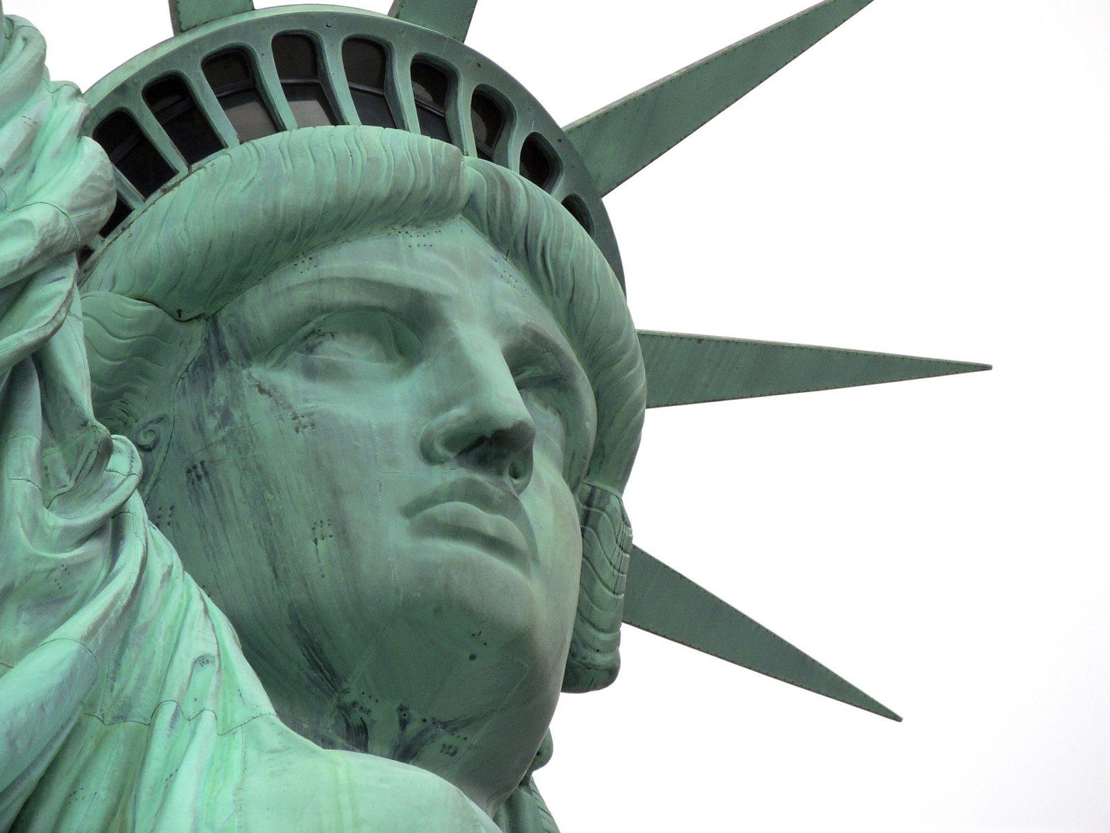 statue-2148396_1920