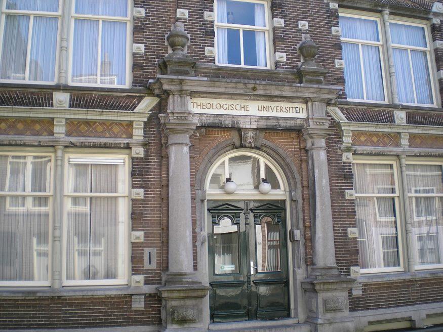 1280px-Theologische-Universiteit_Broederweg-15_Kampen_Nederland