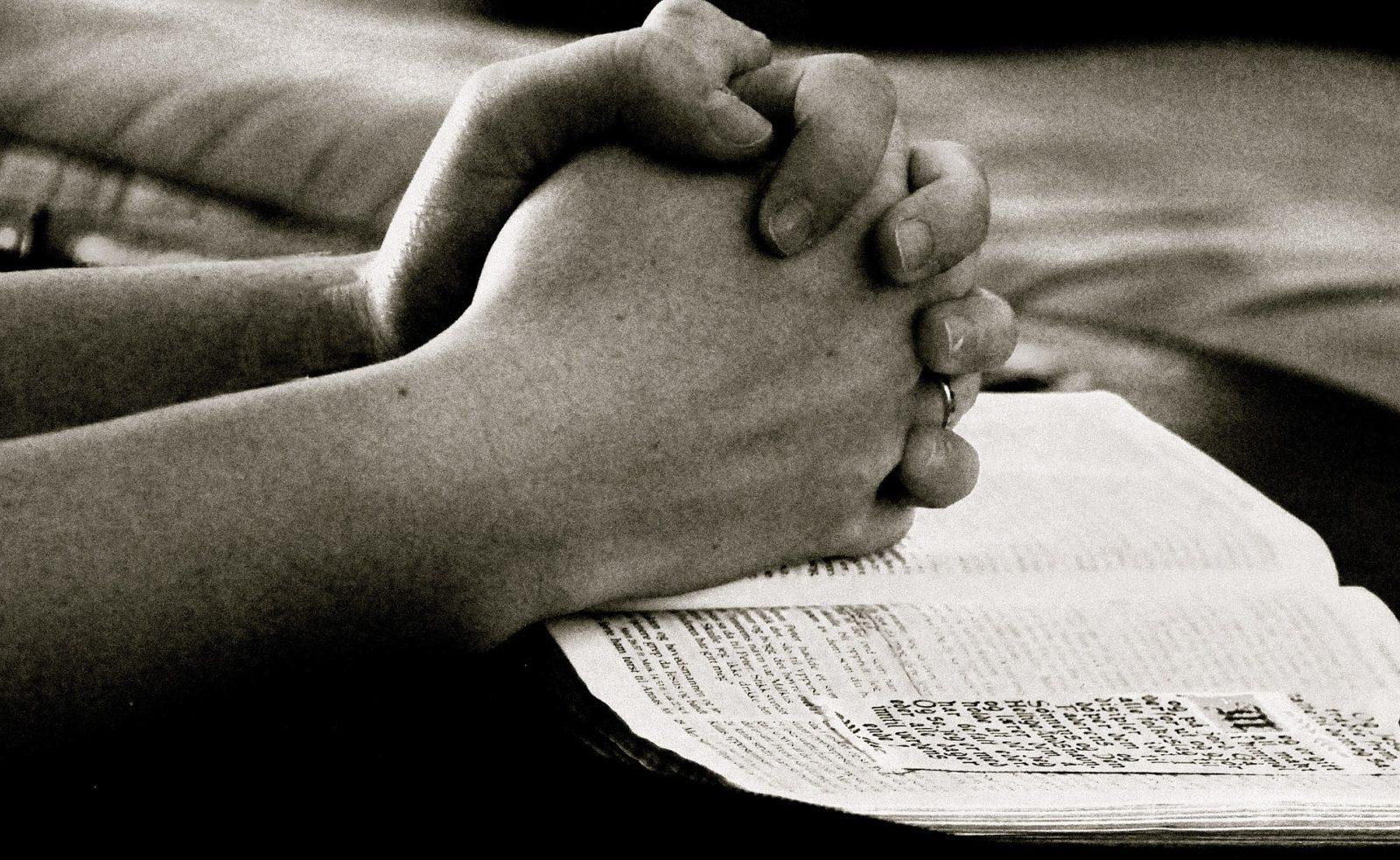 pray-664786_1920