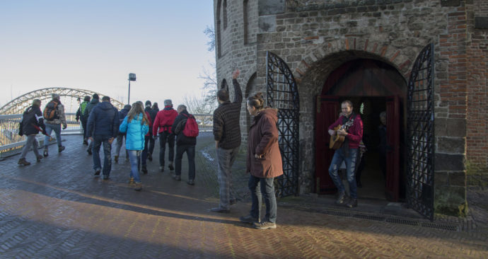 Uitzwaaimoment-vertrekceremonie-Jan-van-der-Pennen_opt