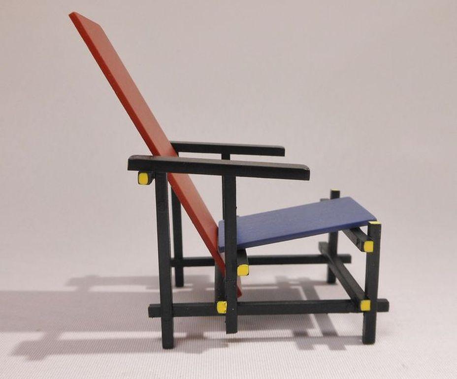 Miniatuur Rietveld Stoel : Gerrit rietveld miniatuur rood blauwe stoel rietveldstoel