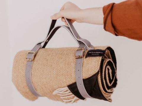 Håndlagde piknikpledd i resirkulert ull