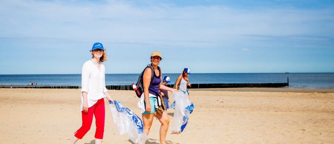 Deelnemers aan de Beach Cleanup Tour