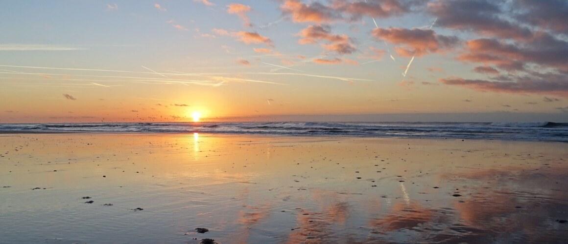 Zonsondergang op het strand doo r Jip Vrooman