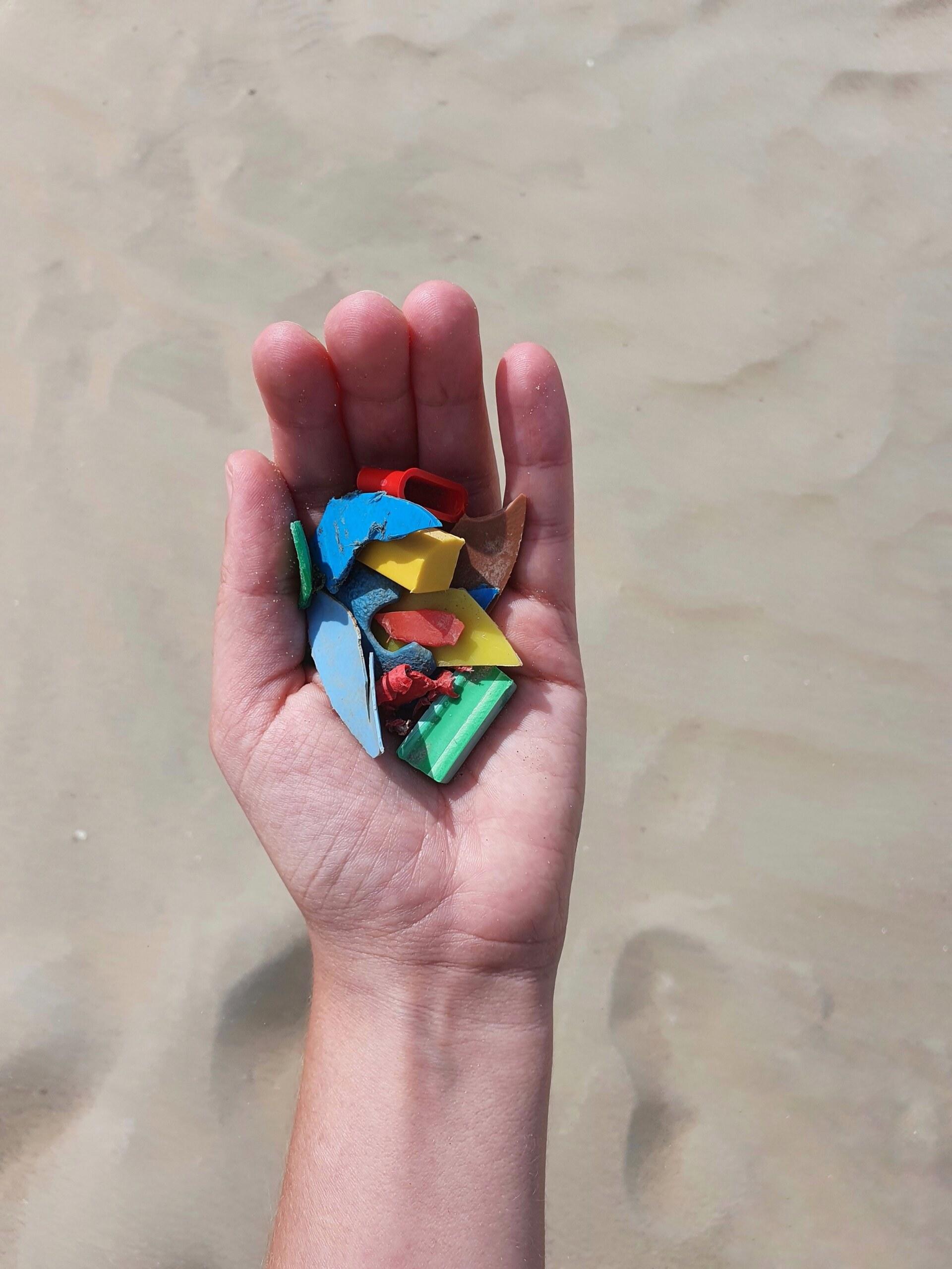 strandafval-kleine-stukjes-plastic