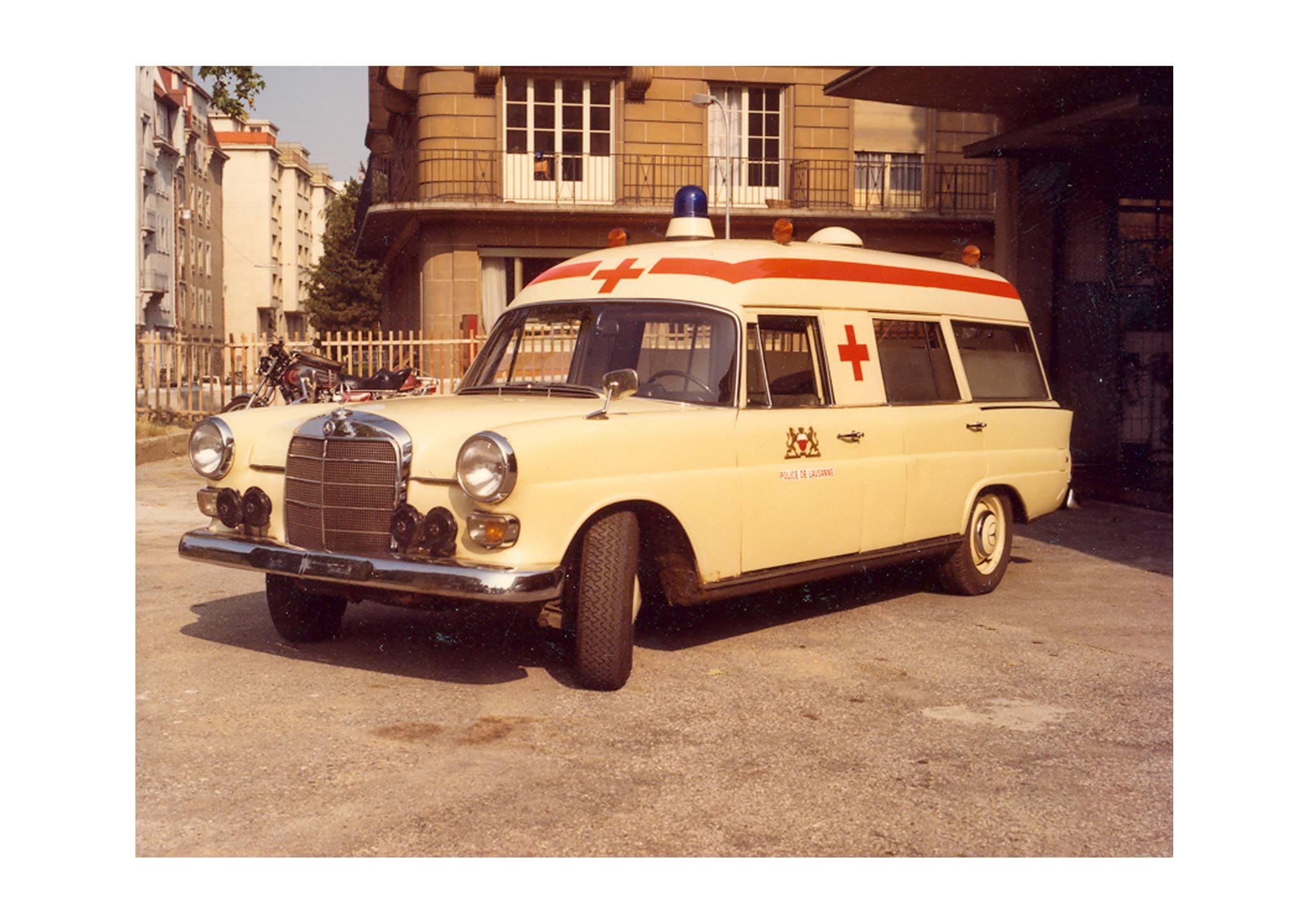 Police, ambulance, pompiers et autres services officiels ou d'urgence