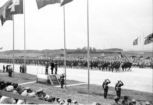 Défilé du 1er corps d'armée à  Payerne  / scène 12
