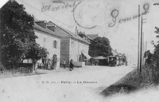 Maison de la douane - vue du portail - Notre Histoire 00dd8301c18b