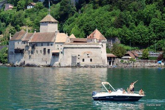 Le château , vu du lac