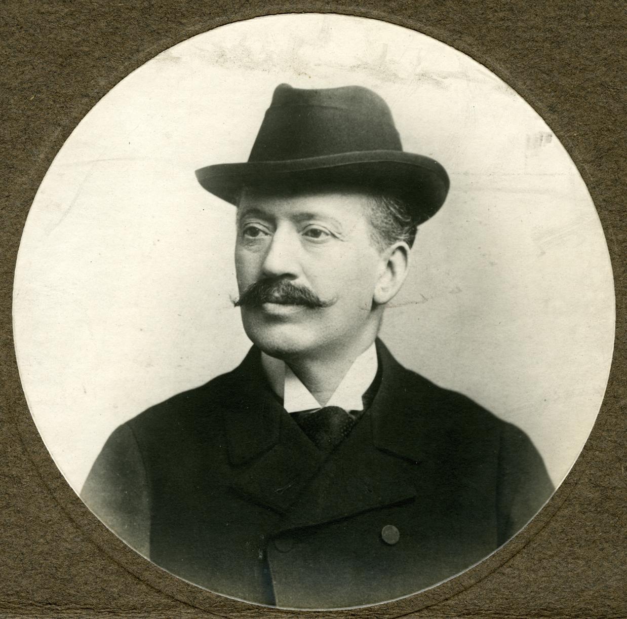 Victor Tissot. Photo C. Henry, 70 rue d'Auteuil Paris, vers 1890.