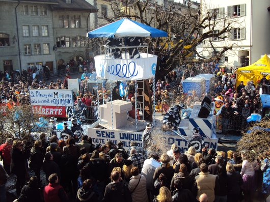 Le char dédié à la ville de Fribourg