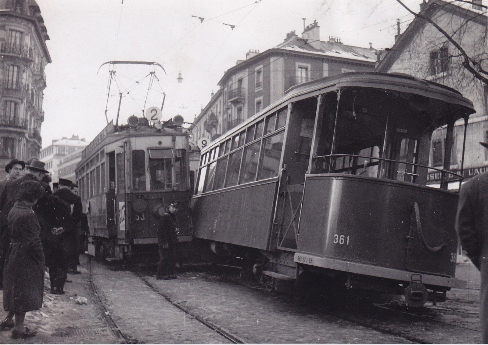 Rencontre spectaculaire de deux trams