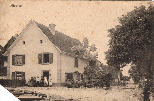 La ferme-boulangerie paternelle à Miécourt, vers 1913