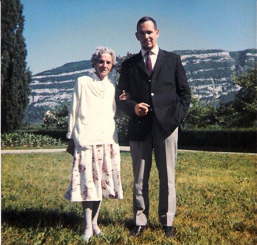 Grand-mère et petit fils_202
