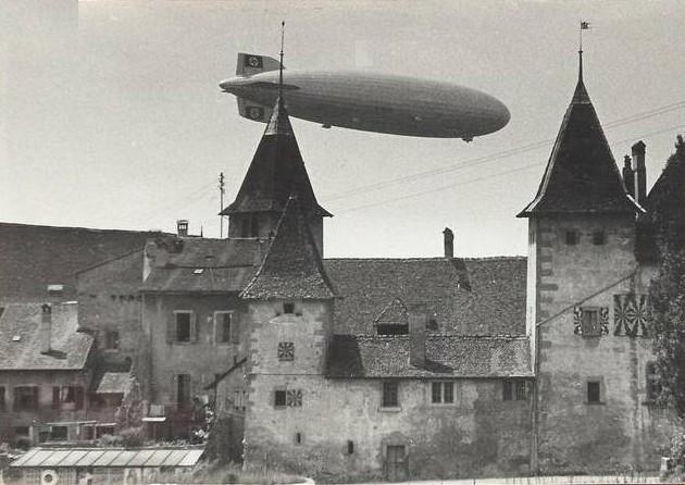 Zeppelin au dessus du Château