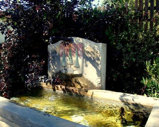 Fontaine et armoiries