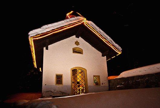 Chapelle à l'entrée du village de Mottec.