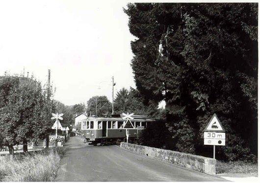 Train CEV au passage à niveau de Cojonnex, Blonay