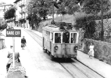 Le tram CCB près de la gare de Clarens