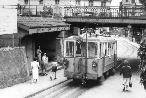 Le tram CCB à la gare de Clarens
