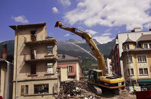 Sierre, démolition d'un bâtiment.