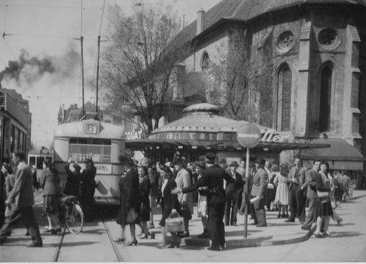 Place Saint Francois hier et aujourd'hui; le kiosque transformé en snack-bar